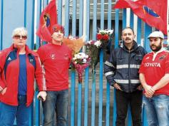 gn4_dat_7465867-jpg-fans_gather_at_thomond_park_to_pay_tribute_to_anthony_foley