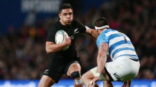 HAMILTON, NEW ZEALAND - SEPTEMBER 10: Anton Lienert-Brown of New Zealand makes a run at Javier Ortega Desio of Argentina during the Rugby Championship match between the New Zealand All Blacks and Argentina at Waikato Stadium on September 10, 2016 in Hamilton, New Zealand. (Photo by Anthony Au-Yeung/Getty Images)