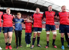 tony-and-dan-foley-sing-with-the-munster-players-after-the-game-390x285