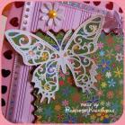 Schmetterlinge, wo man hinblickt und einen Rand aus Paliettenherzen und rosa Glitterband