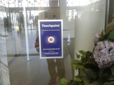 Nicht zu unterscheiden: Funktionierender Touchpoint am DB-Reisezentrum Bochum Hbf