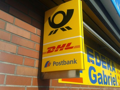 Post-Filiale mit Brief-, Paket-, und Bankservice