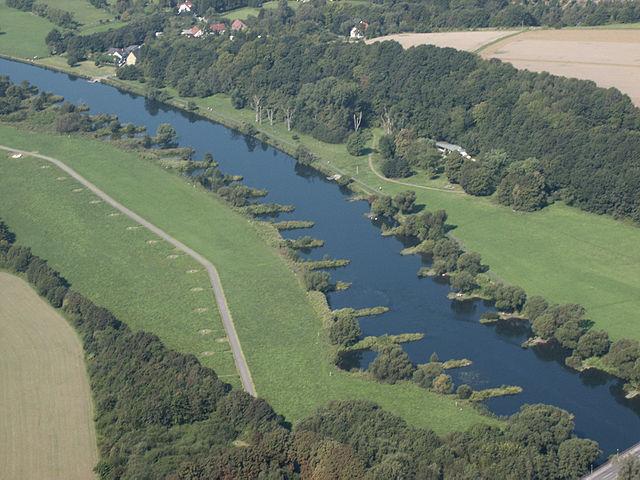 Ruhr mit Buhnen zwischen Hattingen und Bochum