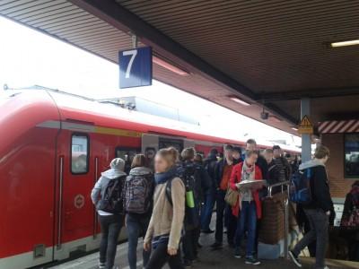 Voller Bahnsteig
