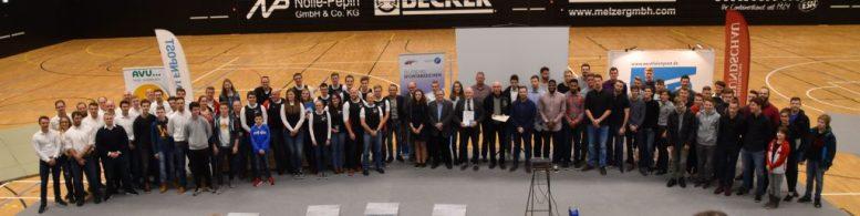 Gruppenfoto aller EN-Sportler, die für ihre Leistungen 2017 geehrt wurden.(Foto: UvK/Ennepe-Ruhr-Kreis)