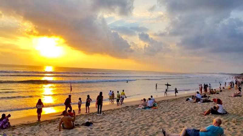 バリ島 クタビーチ ビーチウォーク近く サンセット sunset 夕日