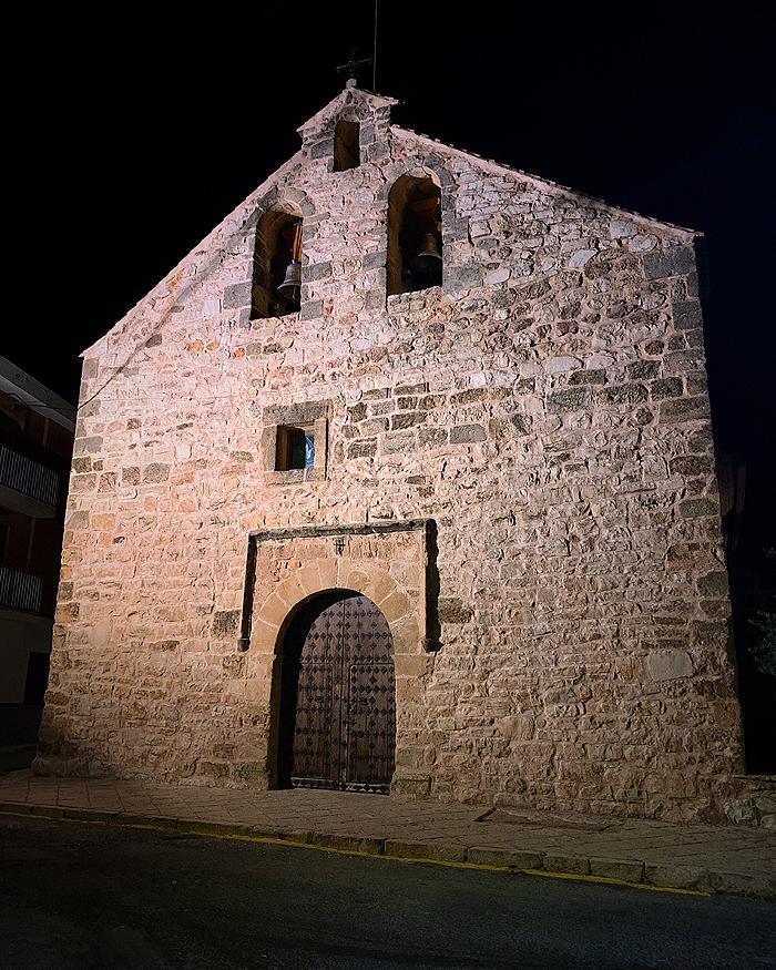 Vista nocturna de la iglesia de Santa Magdalena de Ossa de Montiel