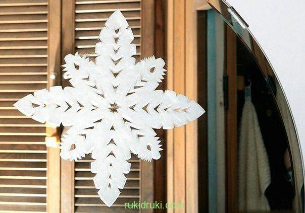 снежинка на стекле