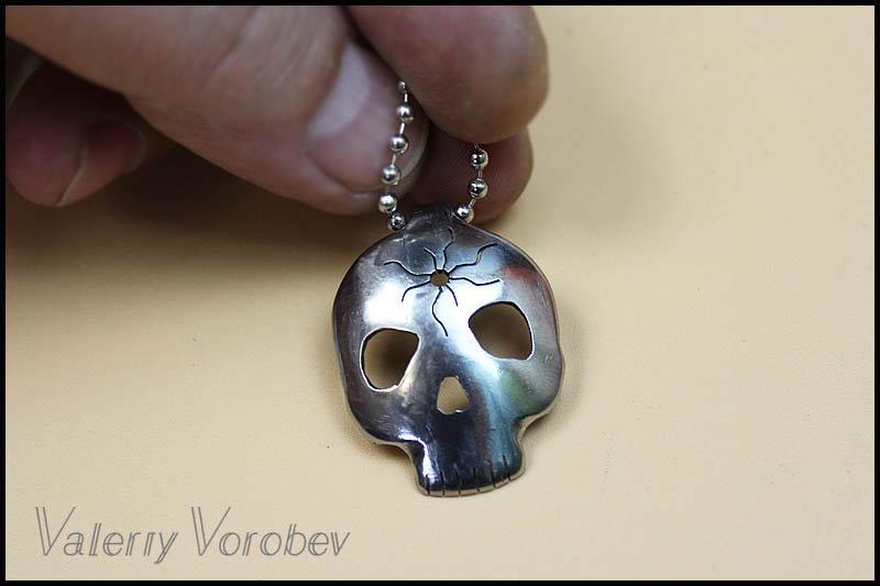 Ювелирный лобзик для создания украшений из металла.