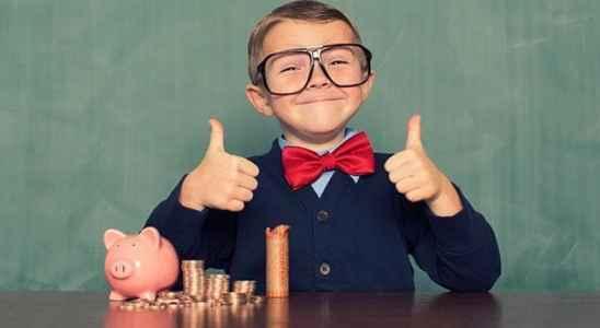 Зачем и с какого возраста детям нужны карманные деньги и банковские карты