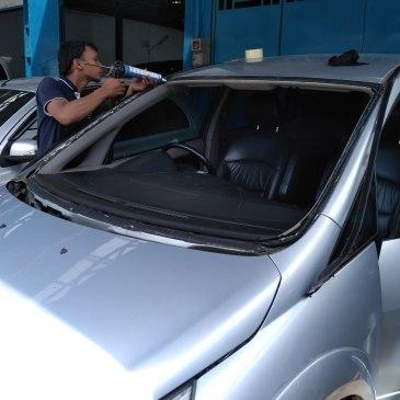 Toko dan Bengkel Kaca Mobil di Kota Jombang