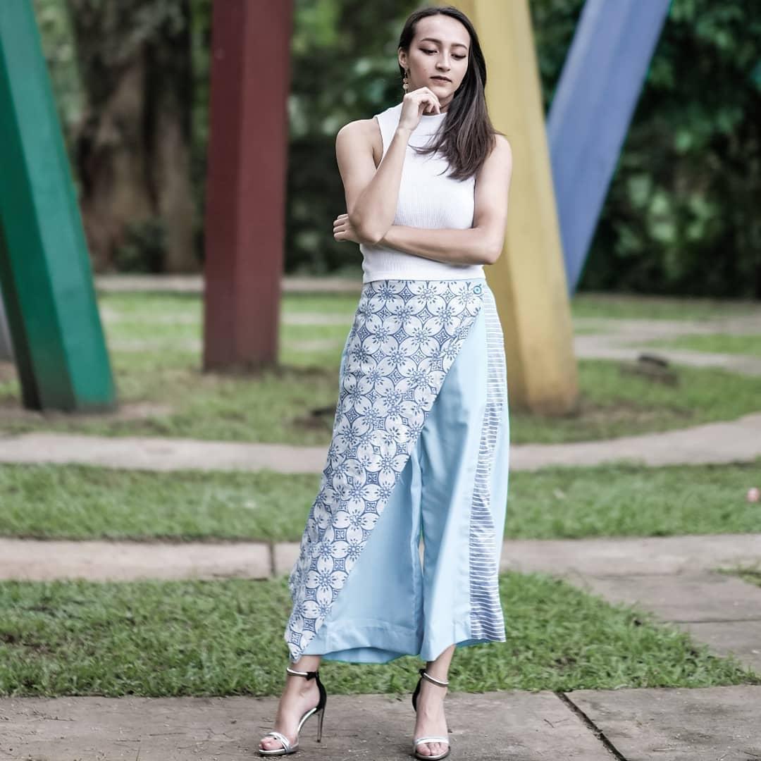 Read more about the article Banyak Modelnya! Ini Dia 8 Celana Batik Wanita Paling Modis