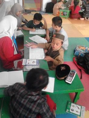 Kegiatan Belajar Sholat di Rumah Cerdas Islami (10)