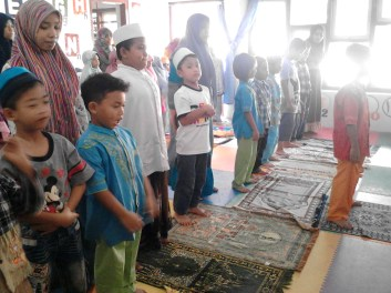 Kegiatan Belajar Sholat di Rumah Cerdas Islami (35)