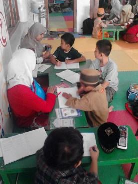Kegiatan Belajar Sholat di Rumah Cerdas Islami (8)