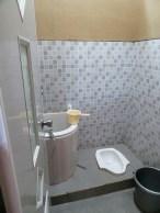 10-desain-kamar-mandi-minimalis-dengan-wc-jongkok-terbaik-2016-1