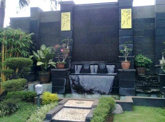 Taman rumah minimalis dengan dinding batu alam 1 - 15 Contoh Desain Taman Rumah Minimalis Modern Terbaru 2018