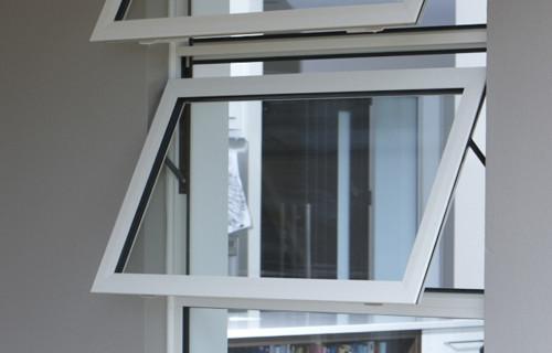 Jendela Rumah Jungkit