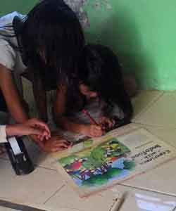 Kriya Membuat Mainan Tongkat Kertas Ajaib 4