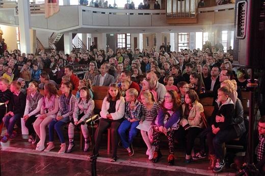 Schola parafialna na koncercie Magdy Anioł