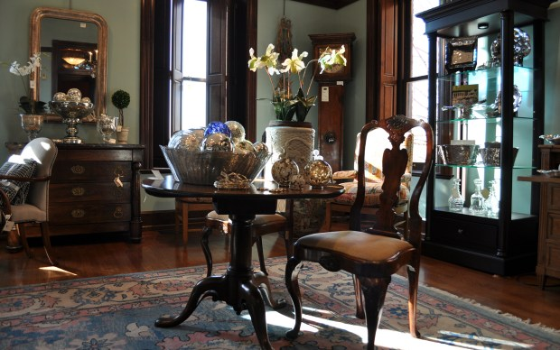 antiques-background