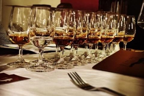 Řízená degustace párování jídla s rumem