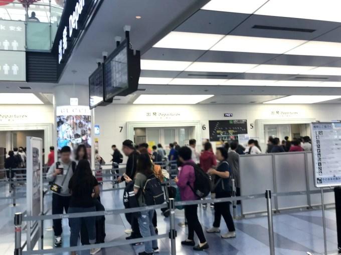 羽田空港国際線保安検査の列