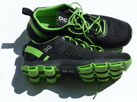 sports-shoes-115149_1280