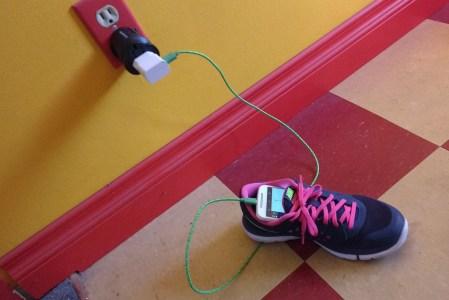 Steffi 'n Zeini Complain About: No USB Wall Power
