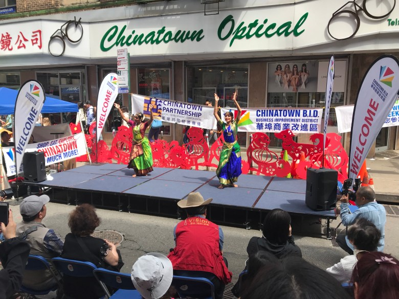 Chinatown, New York Street performers