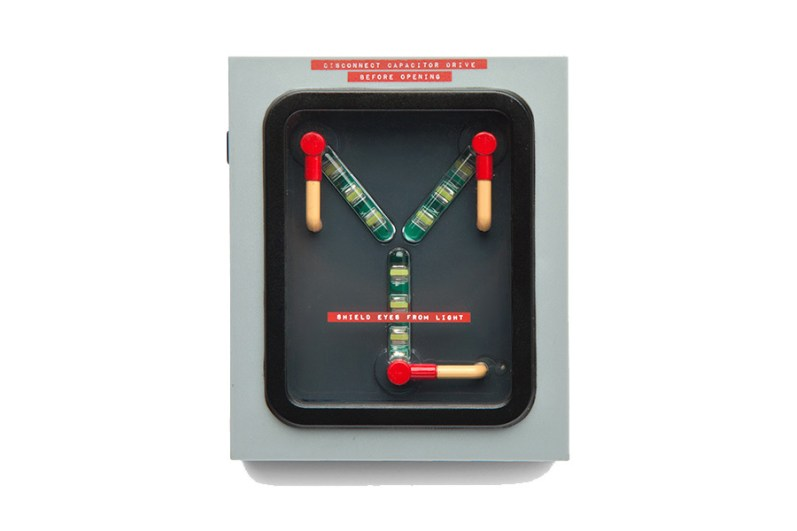 back-to-the-future-flux-capacitor-wall-charger-2