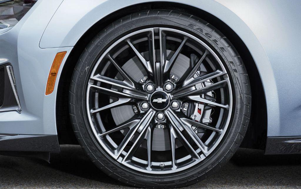 Chevrolet-Camaro-ZL1-4 con rines grandes