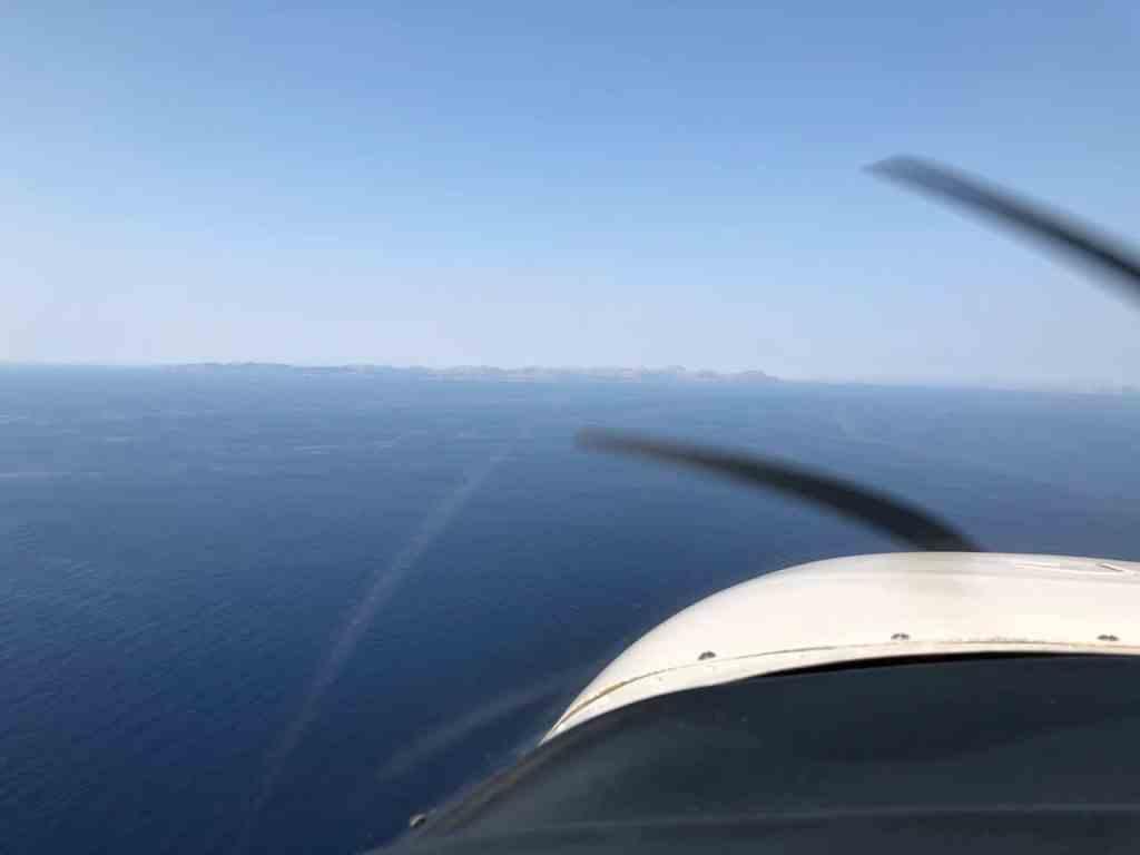 Beim Flug von Menorca nach Mallorca über Wasser.