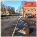 Äkta ihopplogad Lisebergssnö dröjer sig kvar på parkeringsplatsen.