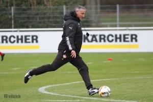 Jürgen Kramny, zwischen Zorniger und Mr. X. Bild © VfB-Bilder.de