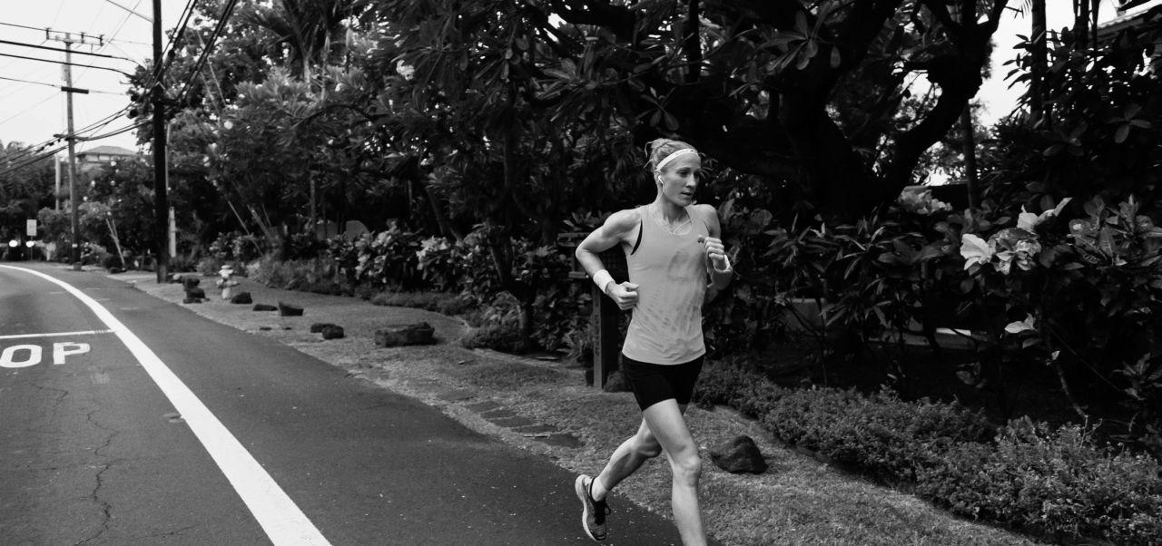 El récord del mundo en maratón le pertenece a Dennis Kimetto, de Kenia. El corredor estableció la marca de 2:02:57 en el maratón de Berlín 2014.
