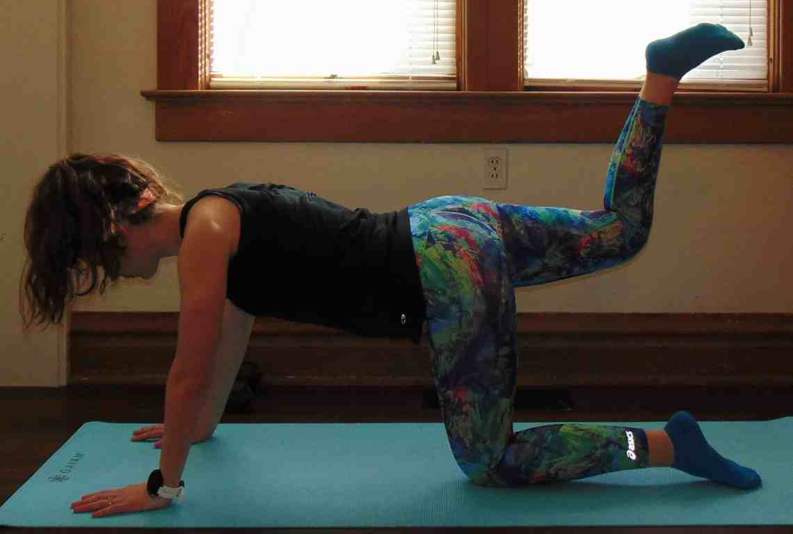 This 20 minute bodyweight leg workout for runners requires no supplies and can be done in your living room. Slim your legs and build muscle for an ideal toning workout. For the ultimate strength gain and leg burn, try these leg exercises!