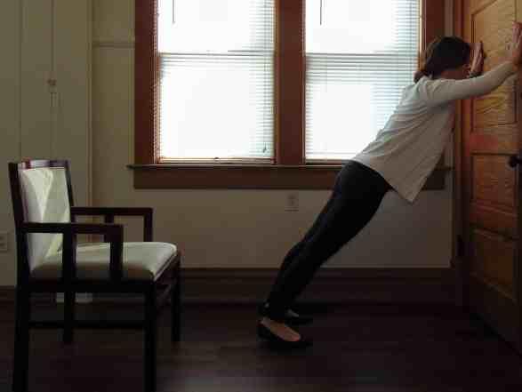 Office-Workout-Wall-Pushups-1