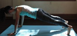 Try all of the 15 best plank variations to quickly strengthen your core! These plank exercises are perfect from everyone, from beginners to advanced.