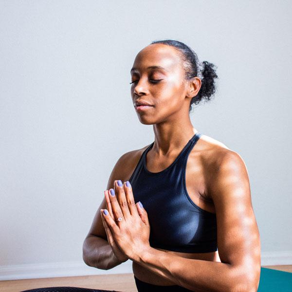 Χαιρετισμός Namaste - Yoga - Γιόγκα Γυναίκα