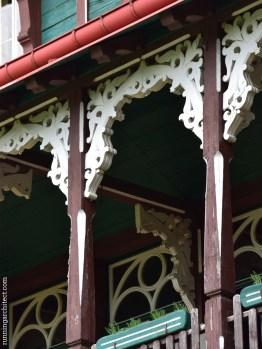 orli hnizdo porch detail