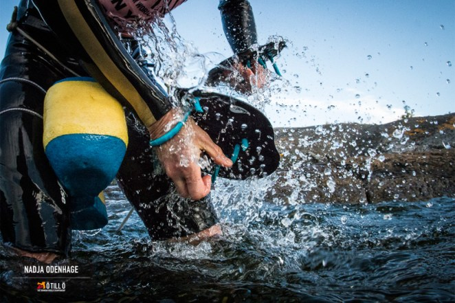 Pull-buoy et paddles - crédit photo : Nadja Odenhage