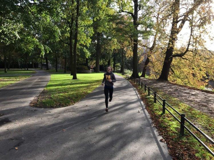 Running Girl Lydia