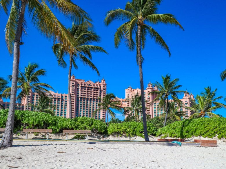 The Best things to do on a Day Trip to Atlantis, a guide featured by top US travel blog, Running in Heels