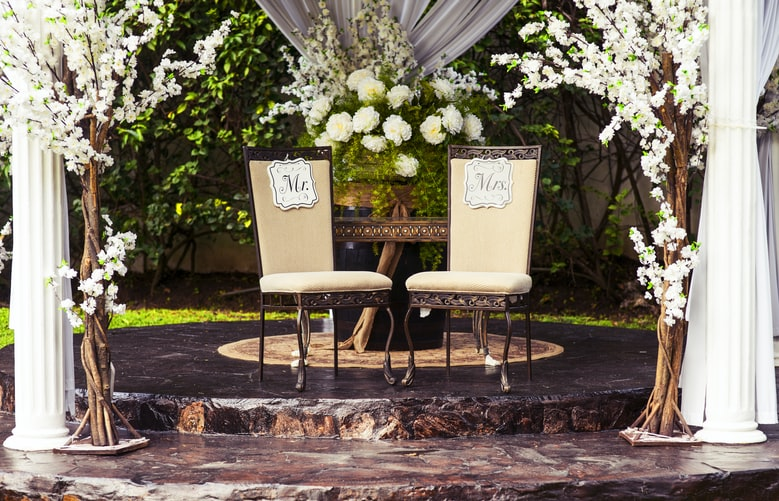 runningmen catering wedding services with beautiful backdrop decoration
