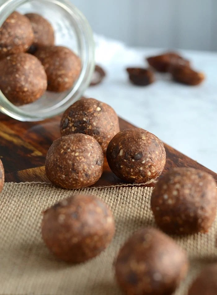 Healthy Vegan Oatmeal Chocolate Chip Cookie Dough Balls