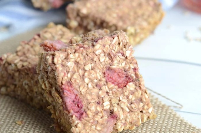 Baked Strawberry Oatmeal Protein Bars