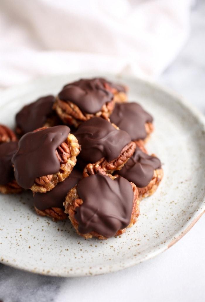 Easy Healthy Dark Chocolate Turtles