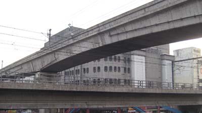 MRT (lower) meets LRT Line-2 (upper)