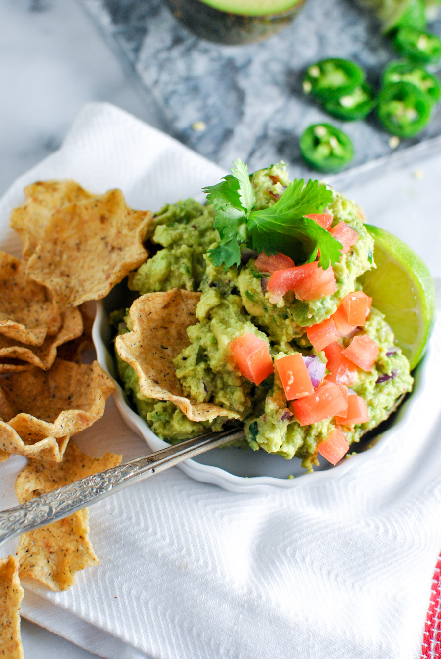 Try to keep the drool off the computer screen people... this guac recipe is SO easy and it features a secret ingredient you won't believe! | thepikeplacekitchen.com
